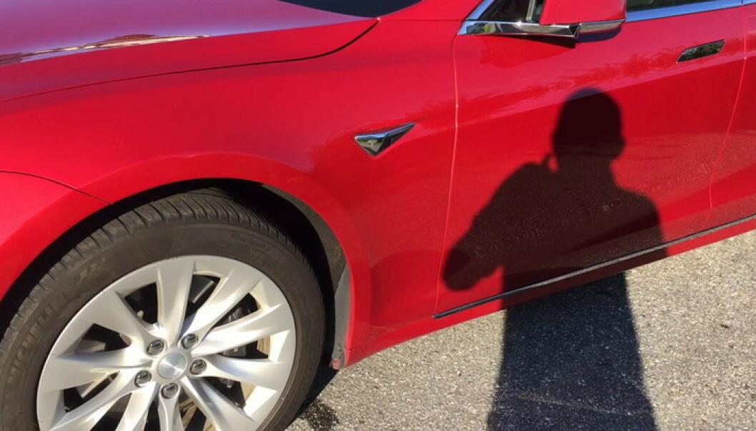 - Teslaen min er rød og fin, men med én feil