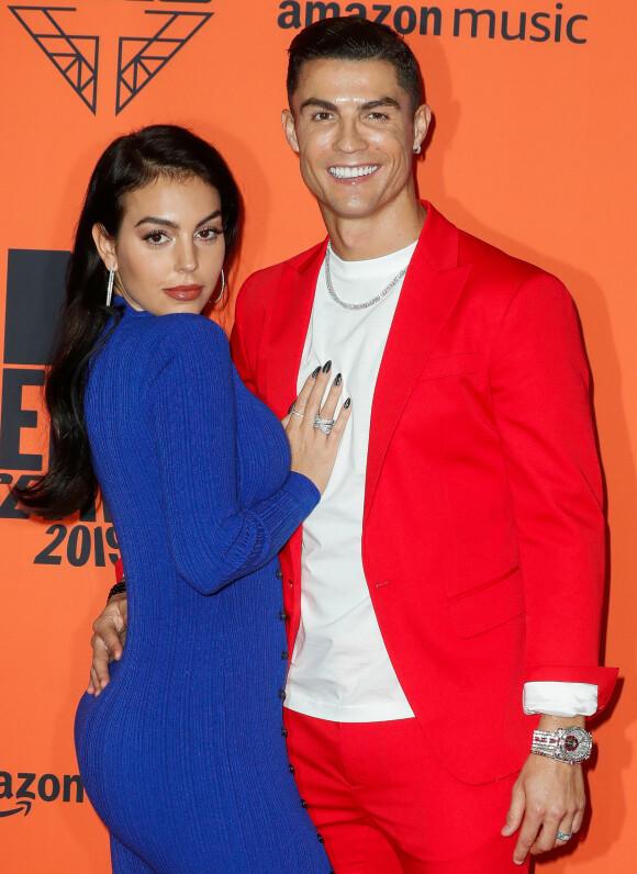<strong>FULL FORVIRRING:</strong> Etter at stjerneparet Cristiano Ronaldo og Georgina Rodríguez delte et nytt bilde på Instagram av hverandre, har fansen spekulert vilt på om duoen har forlovet seg. Foto: NTB Scanpix
