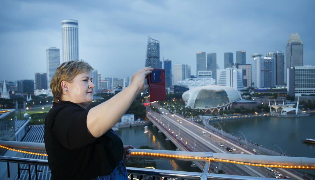 <strong>STRYK:</strong> Statsminister Erna Solberg (H) promoterer norsk næringsliv i utlandet, her fra en reise til Singapore i 2016. Men arbeidet er dårlig koordinert med mange aktører og lav politisk prioritert, heter det i en fersk rapport om norsk eksportinnsats. Arkivfoto: Heiko Junge, NTB scanpix