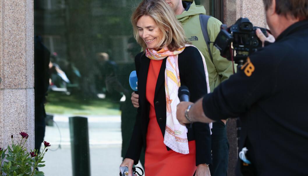<strong>PÅ VEI INN:</strong> Karen Helene Ulltveit-Moe ankommer Norges Banks hovedstyres møte om Tangen-saken. Foto: Jil Yngland / NTB scanpix