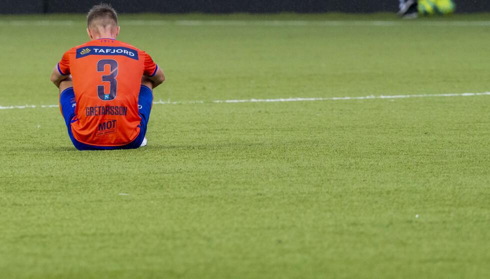<strong>ET BILDE PÅ NEDRYKK:</strong> Aalesunds Daníel Leó Grétarsson, en av Lars Bohinens forsvarsspillere, fortviler etter 1-3 hjemme for Haugesund. Det har han grunn til. Aalesunds forsvarsspill er en defensiv fra helvete. Det leder bare en vei, til OBOS-ligaen. Foto: Terje Pedersen / NTB scanpix