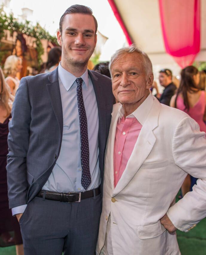 <strong>FAR OG SØNN:</strong> Her er Cooper og Hugh Hefner sammen på et Playboy-arrangement i 2013. Foto: NTB Scanpix