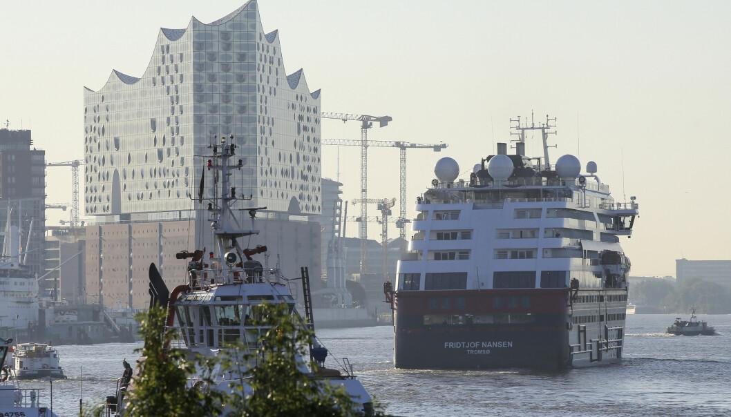 Døde av corona etter reise med Hurtigruten
