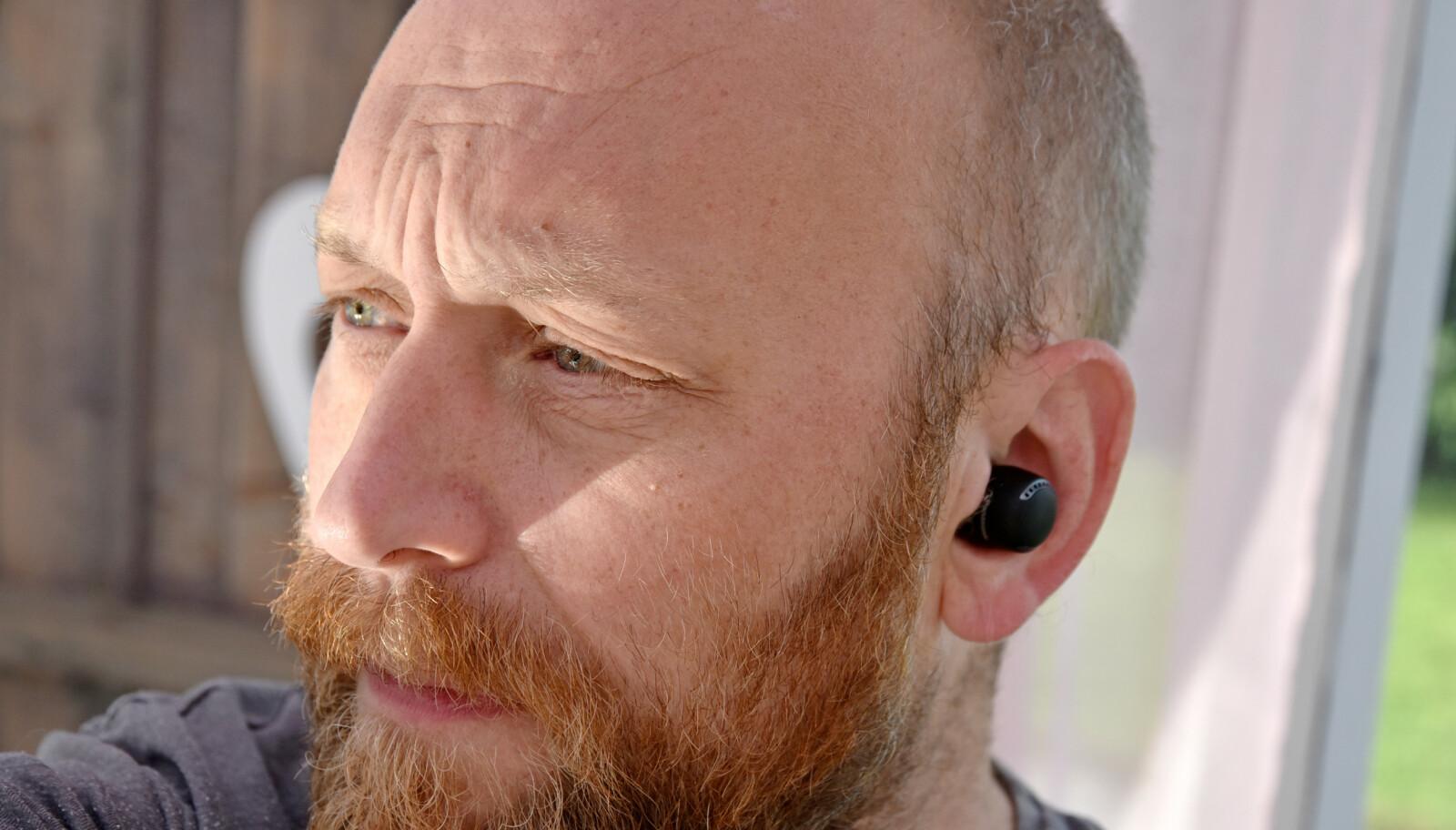 <strong>SYNES GODT:</strong> Panasonic RZ-S500W-proppene stikker godt ut av øret, men sitter godt, selv uten vinger. I pakken får du med fem par øretupper i ulike størrelser. Foto: Pål Joakim Pollen
