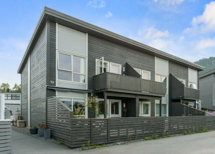 <strong>TIL SALGS:</strong> Det er dette rekkehuset som nå er lagt ut for salg. Foto: Privatmegleren Ålesund