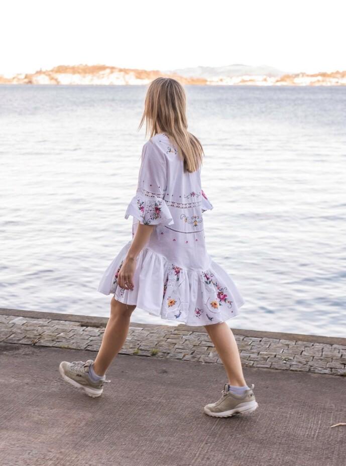 <strong>DUKFIN:</strong> - Jeg er ikke i tvil om at kjolen kommer til å bli brukt i mange år framover, sier Bergtun. Foto: : Joachim Steinbru