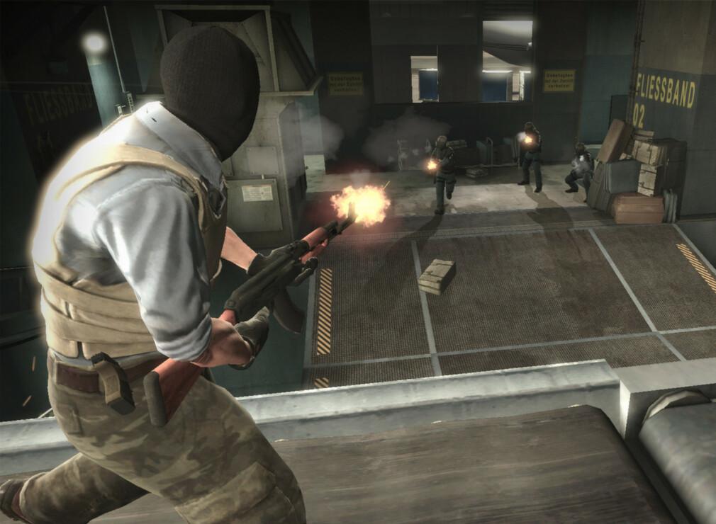 Nå får konkurrerende konsulentselskaper muligheten til å skyte hverandre i hodet med AK-47, i den norske Counter-Strike-bedriftserien. 📸: Valve