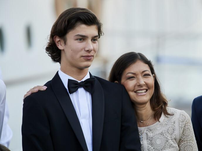 <strong>FØLES BRA:</strong> Prins Nikolai mener at han ikke føler noen forskjell ved å bli 21 år, men påpeker at det føles bra. Her med moren, grevinne Alexandra i 2017. Foto: NTB Scanpix