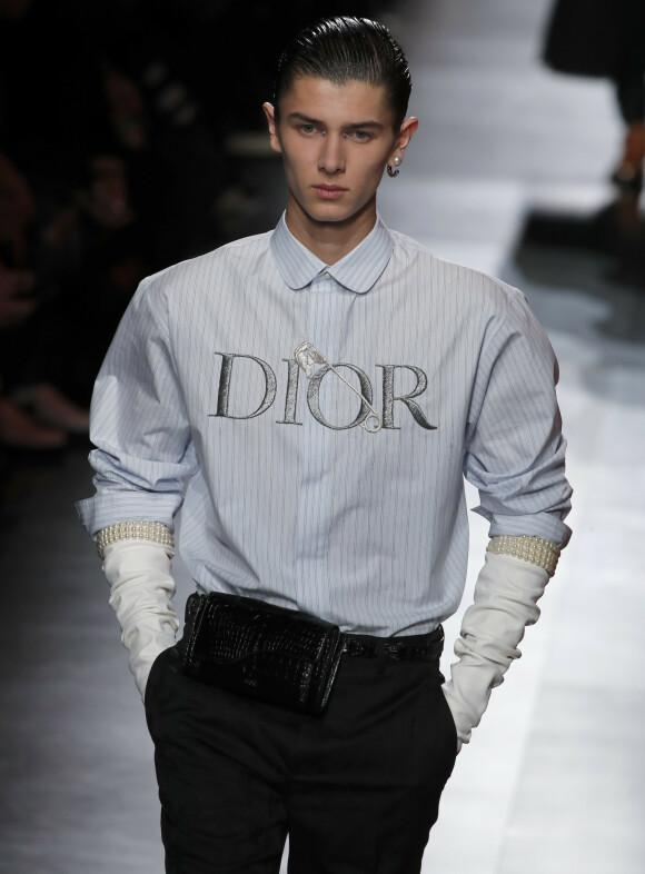 <strong>PÅ CATWALKEN:</strong> Her er prins Nikolai på catwalken for Dior i Paris i slutten av januar. Foto: NTB Scanpix