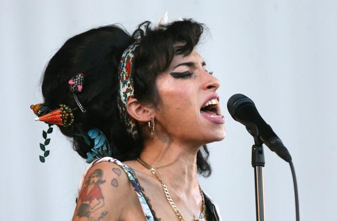 <strong>ALKOHOL:</strong> Winehouse døde av en alkoholforgiftning i 2011 - bare 27 år gammel. Foto: NTB Scanpix