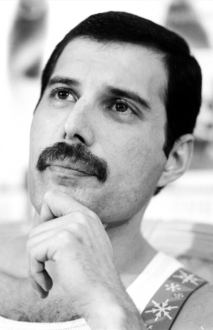 <strong>BART:</strong> Slik var det vanlig å se Freddie Mercury. Barten ble imidlertid borte kort tid før hans død. Foto: NTB Scanpix