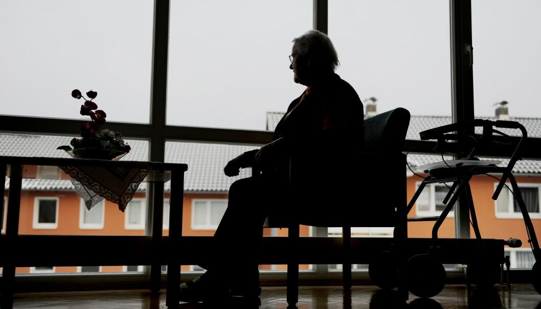 <strong>SÅRBARE:</strong> Coronapandemien har gått hardt ut over de eldste som trenger omsorg. For demente personer har det vært ekstra vanskelig. Sykepleiere er fortvilet over å ikke strekke til. Foto: Frank May/NTB Scanpix