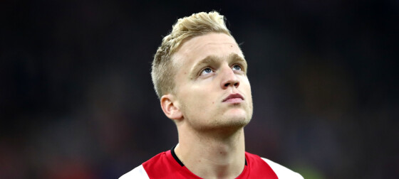 Van de Beek klar for Manchester United