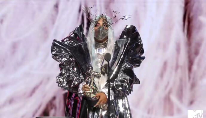 <strong>KVELDENS VINNER:</strong> Artist Lady Gaga stakk av med hele fem priser under nattens Video Music Awards. Foto: NTB scanpix