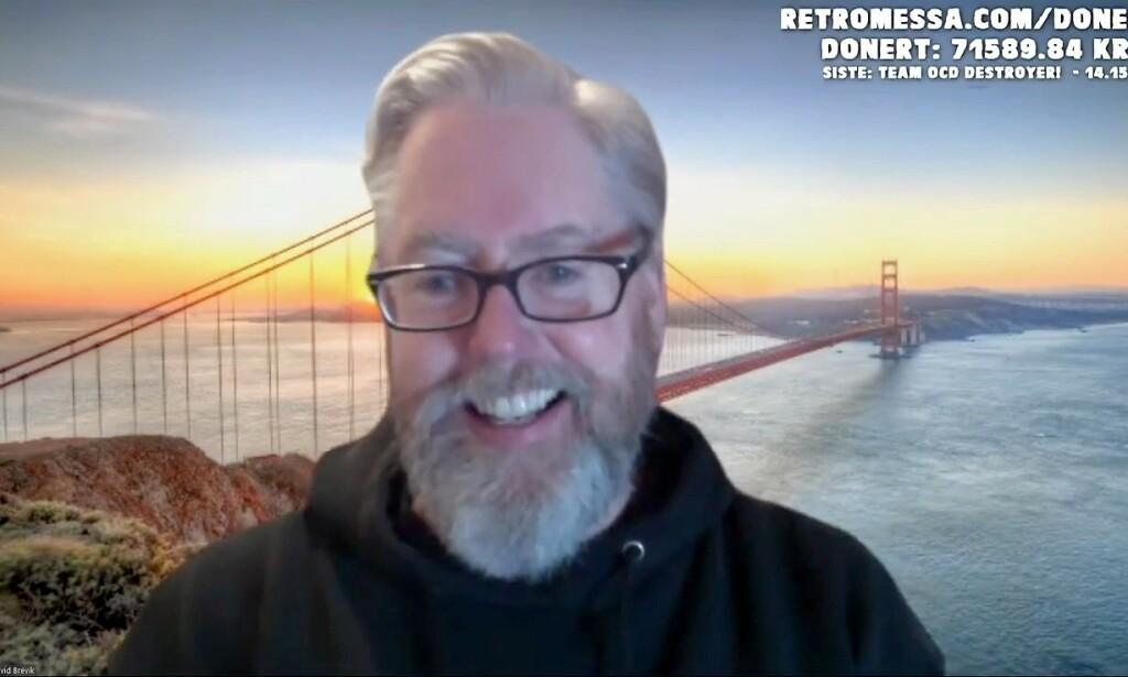 David Brevik prater med Retromessa med Golden Gate Bridge som bakgrunnsbilde. Men når han får høre at det finnes en Breviksbrua, lover han å vurdere et bytte. 📸: Retromessa
