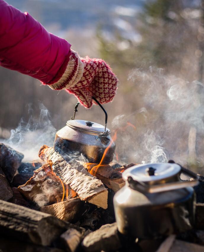 BÅLKOS: Ingenting smaker bedre enn kaffe laget på bålet! FOTO: Live Andrea Sulheim