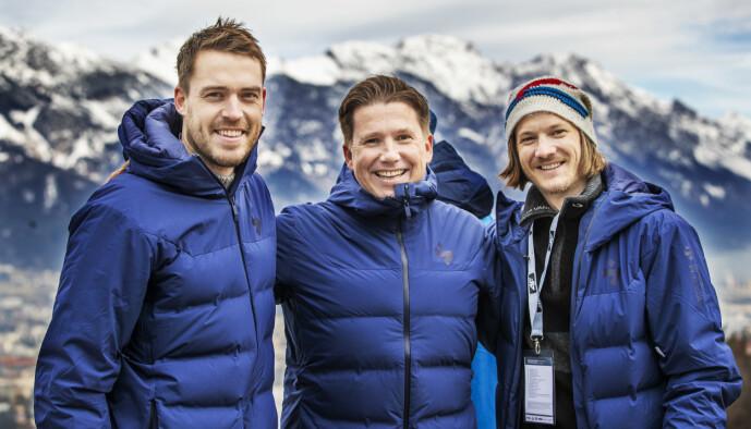 <strong>TV-PROFIL:</strong> Kasper Wikestad flankert av kommentatorkollegene Andreas Stjernen (t.v.) og Tom Hilde i Innsbruck i forbindelse med hoppuka i vinter. Foto: Geir Olsen / NTB scanpix