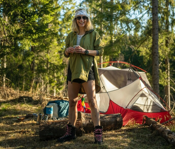 <strong>HISTORIEFORTELLING:</strong> Friluftsguru og eventyrer Elisa Røtterud lærer bort knepene sine og forteller historier fra uforglemmelige turer. FOTO: Vegard Breie