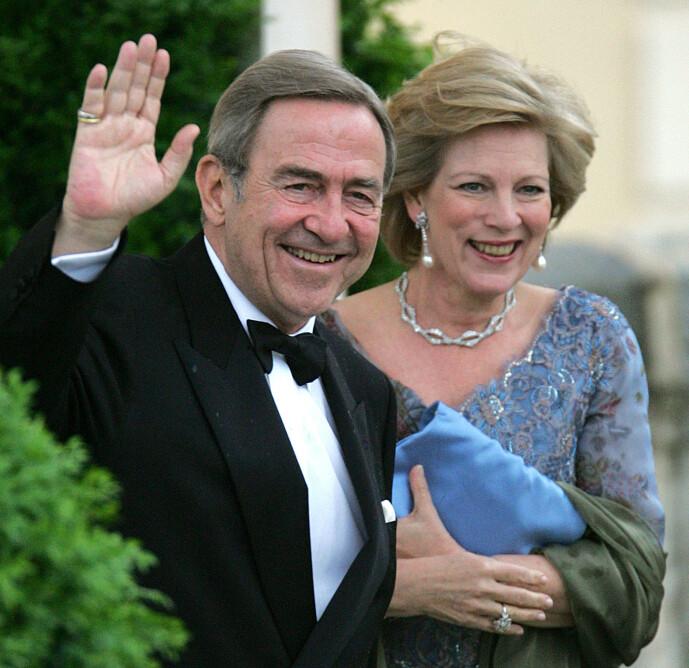 <strong>MÅTTE FORLATE LANDET:</strong> I 1967 måtte kong Constantin II og kona Anne-Marie forlate Hellas etter et mislykket motkupp mot militærjuntaen som hadde tatt over kontroll i landet. Her er de avbildet i 2004. Foto: NTB Scanpix