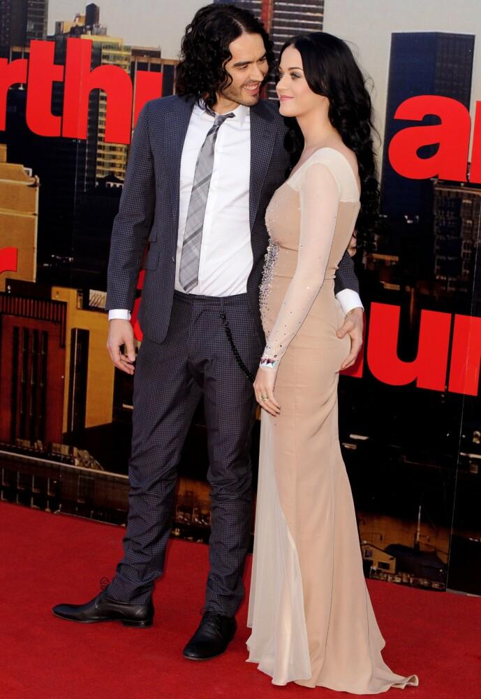 <strong>VAR GIFT:</strong> Russell Brand var gift med Katy Perry, men i 2011 skilte de lag etter bare 14 måneder som mann og kone. Her på «Arthur»-premieren i 2011. Foto: REX/ NTB Scanpix