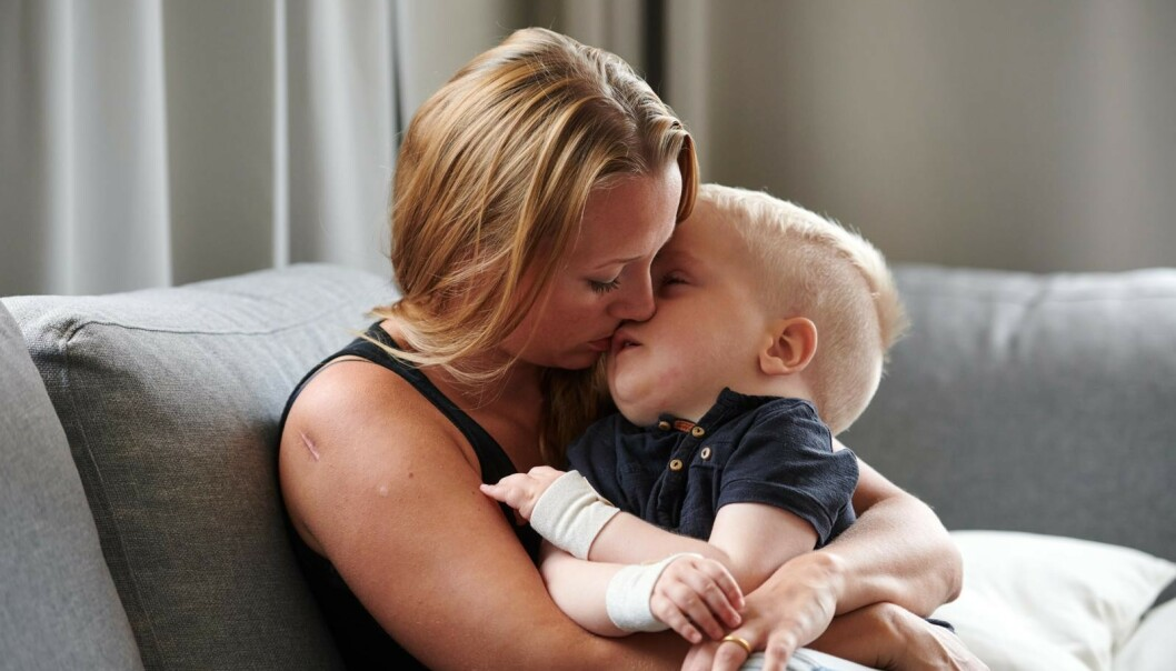 <strong>STERK KJÆRLIGHET:</strong> Malin forteller at hun setter pris på hvert eneste sekund sammen med sønnen Elton. FOTO: Tommy Hvitfeldt/Allas