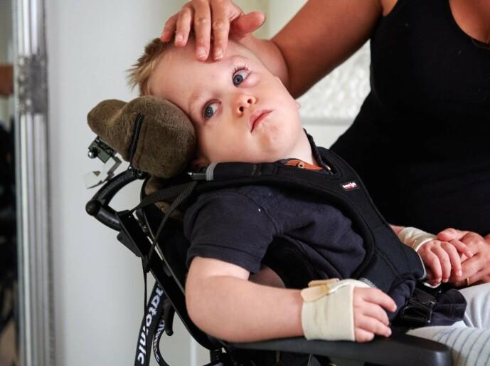<strong>LITEN KJEMPE:</strong> Malin steller sønnen Elton, og beskriver ham som en helt fantastisk liten gutt. FOTO: Tommy Hvitfeldt/Allas