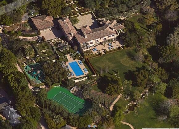 <strong>GIGANTISK:</strong> Prins Harry og hertuginne Meghans nye hjem ligger godt skjermet fra offentligheten, og har god plass til det meste. Foto: Google Maps