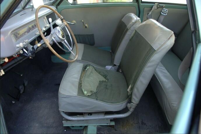 <strong>SLITEN:</strong> Bilen er godt brukt, med blant annet setetrekk som er utslitt. For en entusiast kan dette likevel være en spennende del av bilens historien. Foto: Bilwebauctions