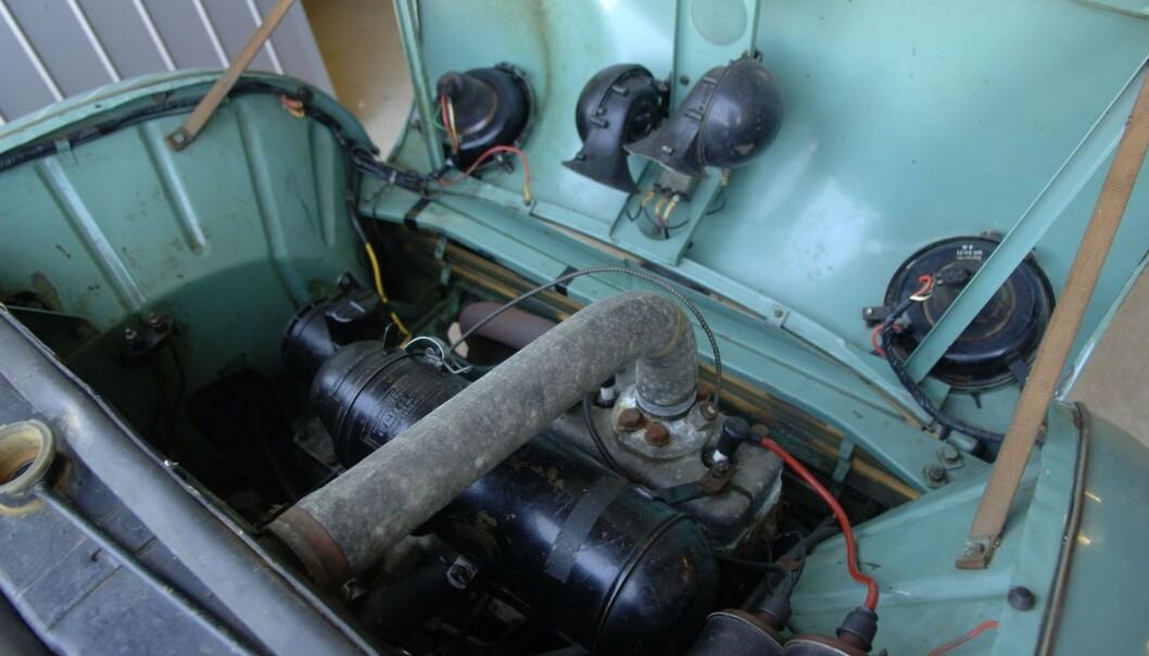 <strong>KOKTE:</strong> Den originale to-sylindrete motoren hadde ingen kjøling. Derfor kokte den ofte under kjøring. Denne motoren på 25 hester med kjøling ble satt inn i bilen i 2000. Foto: Bilwebauctions