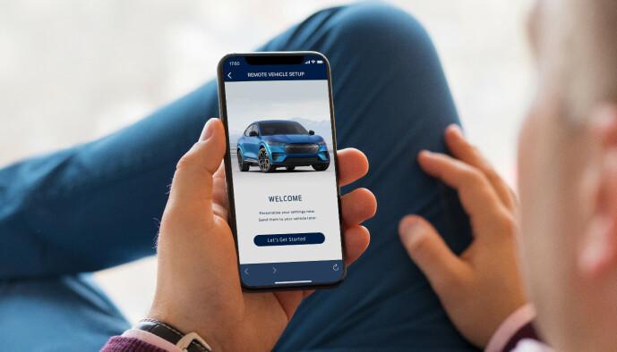 <strong>ALLE FUNKSJONER:</strong> Appen blir bilens fjernkontroll, slik vi kjenner det fra nyere elbiler. Foto: Ford