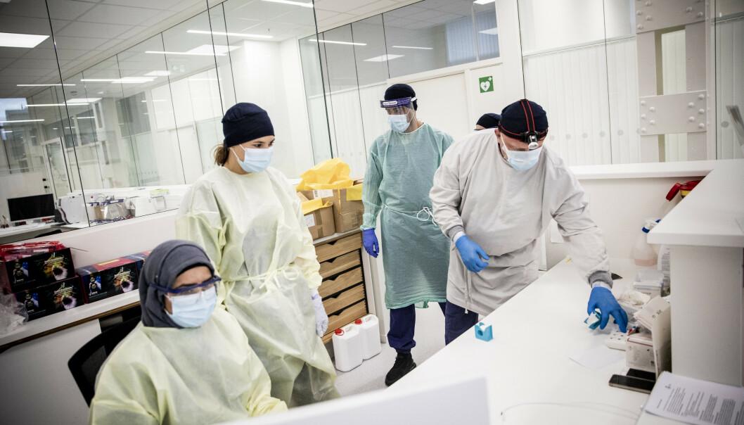 <strong>KLARE:</strong> Kl 08 åpner dørene på feberpoliklinikken på Hasle. Da er smittevernutstyret på. Foto: Christian Roth Christensen / Dagbladet