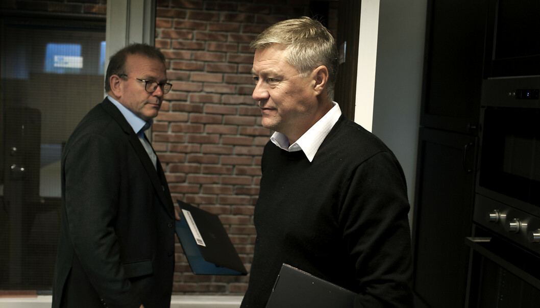 <strong>FÅR HJELP:</strong> Idar Vollvik får bistand fra forsvarsadvokat Einar Råen i straffesaken om munnbind. Foto: Odd Mehus / Børsen
