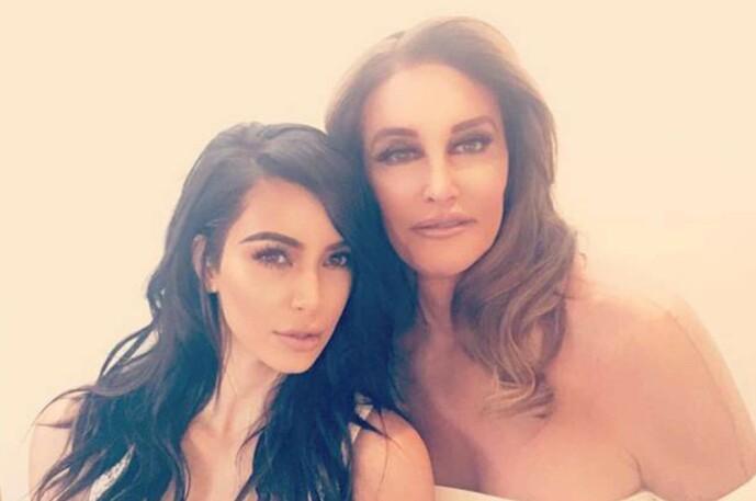 <strong>GODT FORHOLD:</strong> Caitlyn har fortsatt et godt forhold til stedøtrene, som hun praktisk talt oppdro. Her fotografert med Kim Kardashian. Foto: Snapchat
