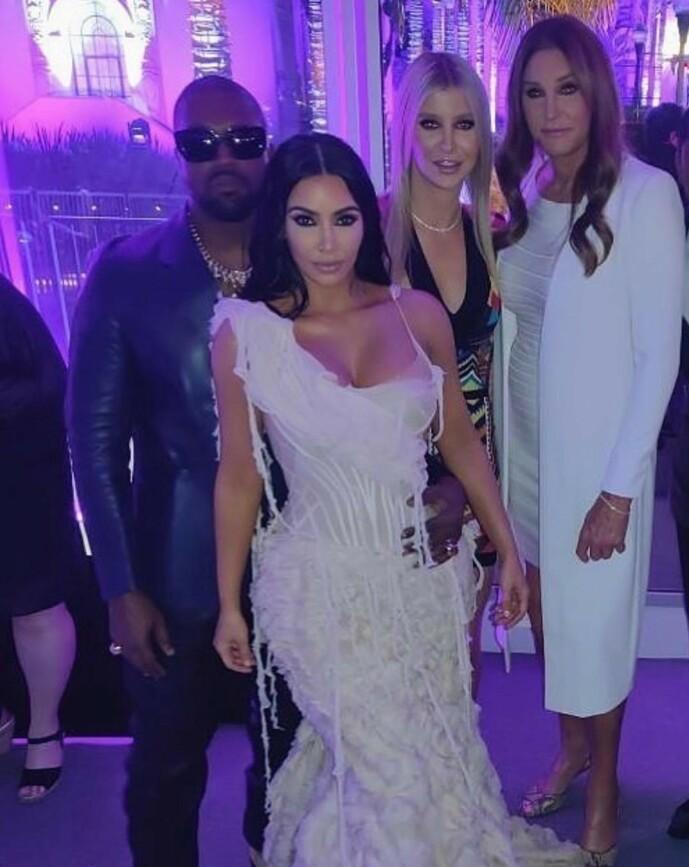 <strong>- MÅ SKILLE:</strong> Caitlyn Jenner angrer ikke på at hun valgte bort den velkjente K-en. Her er hun fotografert med Kanye West, Kim Kardashian og Sophia Hutchins. Foto: Privat