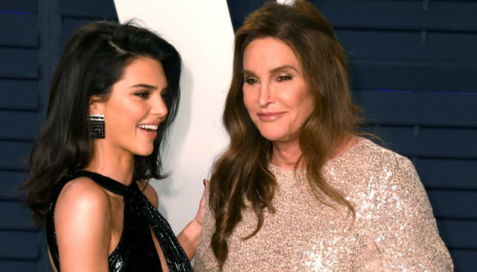 <strong>OVERRASKET:</strong> Caitlyn Jenner kom ut som transperson i 2015, og har siden levd livet åpent. I en ny podkast forteller hun likevel at navnevalget hennes nesten sjokkerte mer enn selve kjønnsskiftet. Her fotografert med dattera Kendall Jenner. Foto: NTB Scanpix