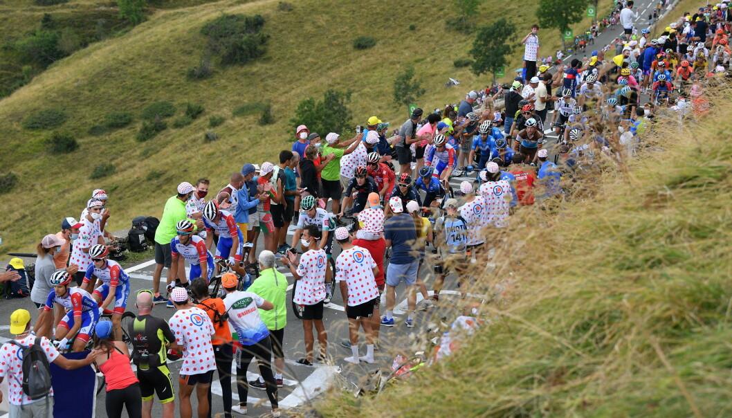 <strong>FOLKEHAV:</strong> Tour de France-rytterne måtte krige seg opp bakkene omringet av fans. (Photo by DAVID STOCKMAN/Belga/Sipa USA)