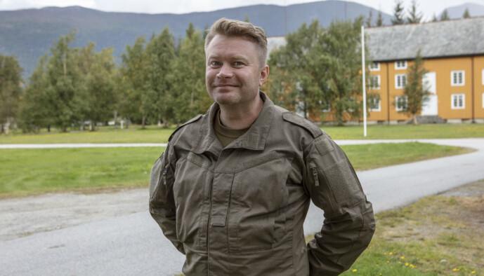 <strong>VAR I FORSVARET:</strong> Edward Schulteiss var i Forsvaret og i Oppklaringseskadronen i Brigaden i Nord-Norge for 20 år siden. Foto: Matti Bernitz/TV 2