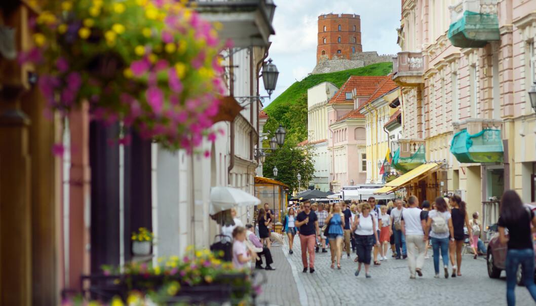 <strong>SELVISOLERING:</strong> Fra mandag denne uken må nordmenn som reiser til Litauen, selvisolere seg i fjorten dager. Her fra hovedstaden Vilnius. Foto: NTB Scanpix