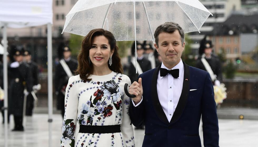 <strong>KRITISERES:</strong> Kronprinsesse Mary er engasjert, og har flere ganger tatt til orde for saker hun brenner for. Det er det ikke alle som setter like stor pris på. Her fotografert med kronprins Frederik i Oslo i 2017. Foto: NTB Scanpix