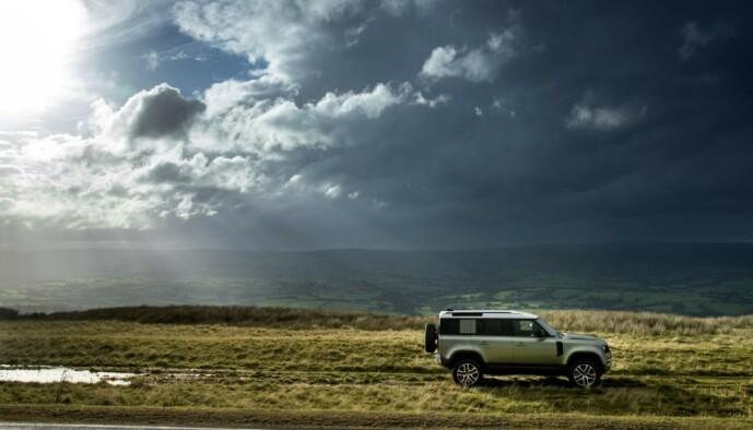 <strong>«UTEN LYD»:</strong> Importøren mener Land Rover Defender P400e kan kjøre offroad uten å bråke. Foto: Land Rover
