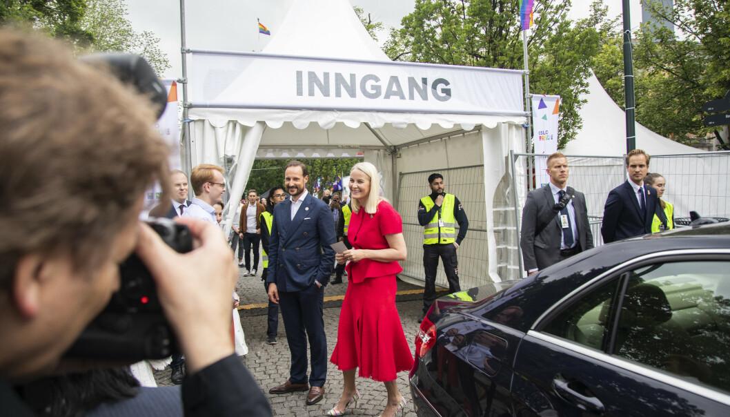 <strong>STØTTESPILLERE:</strong> I fjor besøkte det norske kronprinsparet Pride Park i Oslo, sammen med ordfører Marianne Borgen. Dette var deres første besøk noen sinne. Foto: Ola Vatn / NTB Scanpix