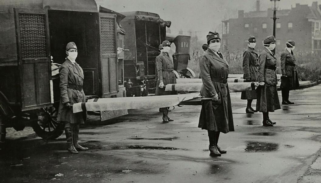 <strong>SPANSKESYKEN:</strong> Pandemien som rammet store deler av verden i 1918-1920 anslås å ha kostet mellom 50 og 100 millioner mennesker livet. Her er sykepleiere avbildet under utbruddet av Spanskesyken i St. Louis, Missouri, i oktober 1918. Foto: Reuters/ NTB Scanpix