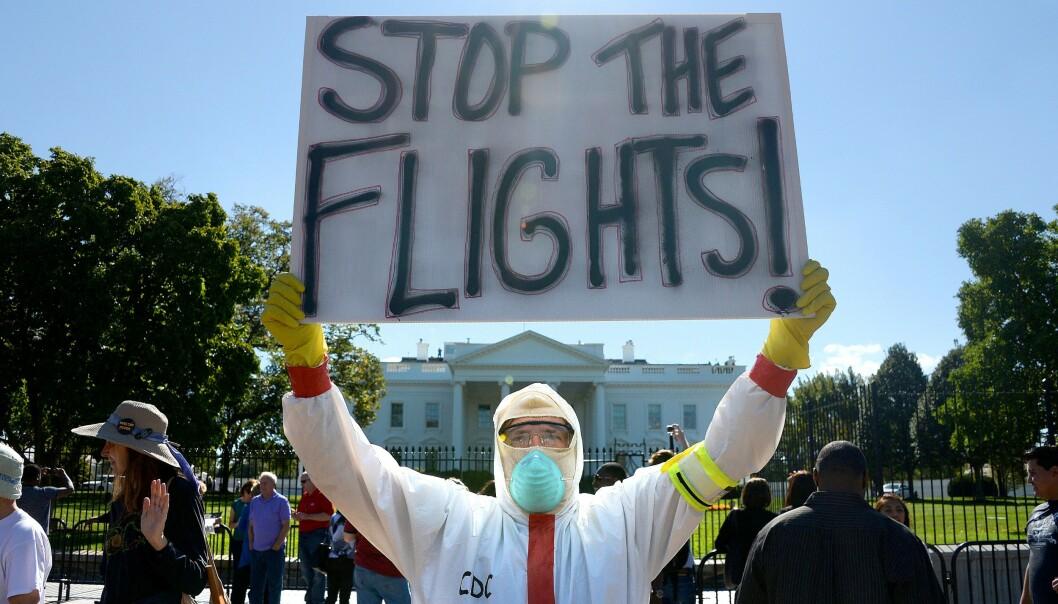 <strong>EBOLA-FRYKT:</strong> I 2014 ble det holdt demonstrasjoner utenfor Det hvite hus for å stoppe flyvninger i et forsøk på å hindre Ebola i år spre seg. Foto: Shutterstock / NTB scanpix