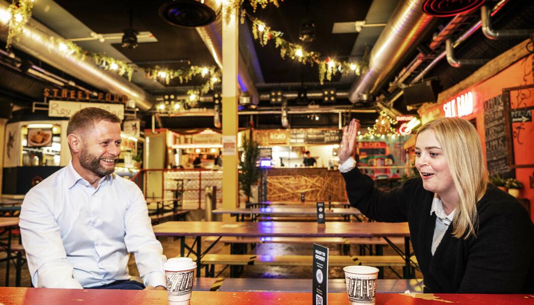<strong>VAKTBYTTE:</strong> Når Bent Høie fredag går av som nestleder i Høyre etter ti år, er det samfylkingen Tina Bru som overtar. Med seg på veien får 34-åringen følgende advarsel: -Syting er det verste Erna vet! Foto: Hans Arne Vedlog /Dagbladet