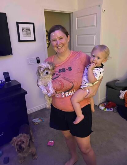 <strong>SUPERMAMMA:</strong> Ifølge venninnen Kathleen forgudet Shanna sønnen Zander og hundene. FOTO: GoFundMe