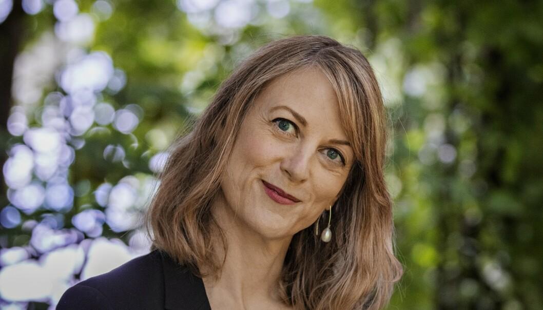 <strong>KATALOGISERER:</strong> Språkforskeren og romanforfatteren Helene Uri er ute med ny roman der kvinneperspektivet er fraværende. Foto: Jørn H. Moen