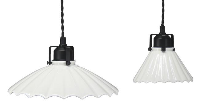 <strong>SKOMAKERLAMPE:</strong> Disse taklampene skaper en lun og retroromantisk stemning i hjemmet.