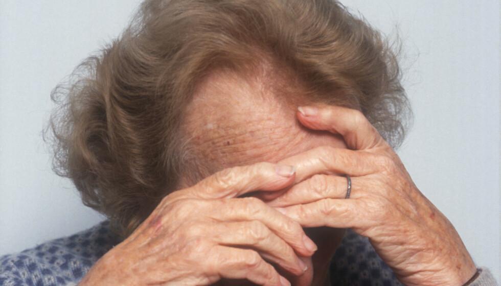 <strong>LEVE MED USYNLIG SYKDOM:</strong> Personer som har fått demens kan bli deprimerte av å ikke få til det de fikk til tidligere. For personer med demens er det spesielt viktig å være fysisk, psykisk og sosialt aktiv. Foto: REX NTB Scanpix