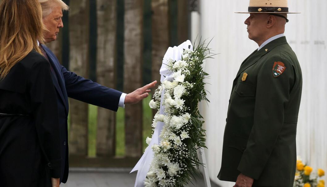 <strong>I PENNSYLVANIA:</strong> USAs president, Donald Trump, og førstedame Melania Trump besøkte fredag minnesmerket for 11. september 2001 i Pennsylvania. foto: REUTERS/Jonathan Ernst