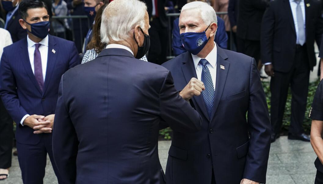 <strong>MØTTES:</strong> Demokratenes presidentkandidat, Joe Biden, hilste på den republikanske visepresidenten Mike Pence, under minnemarkeringen for 11. september i New York fredag. Foto: AP Photo/John Minchillo